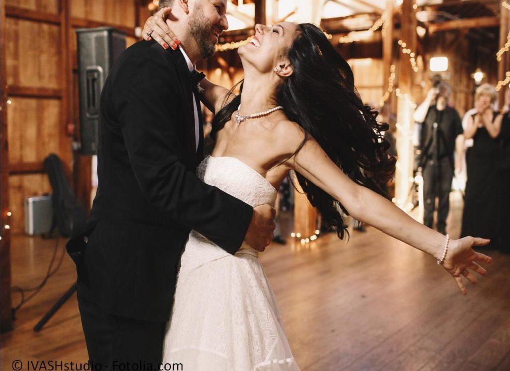 Tanzen perfekt erlernen und den Hochzeitstanz beherrschen - #118246050 | © IVASHstudio - Fotolia.com